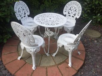 gorgeous cast aluminium garden table and chairs