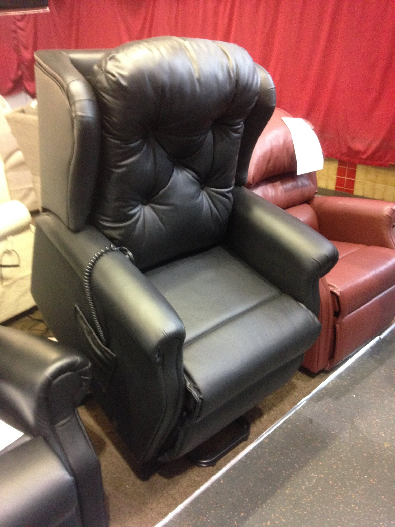 ... leather dual motor riser recliner chair. it is Brand new real leather button-back it is priced at £675 with 12 month guarantee. free delivery within ... & free recliner chair - Second Hand Household Furniture Buy and ... islam-shia.org