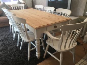 GORGEOUS 6 FT SHABBY CHIC CHUNKY FARMHOUSE PINE TABLE WITH CUTLERY DRAWER AT EACH END AND 8 CHAIRS INC TWO CARVERS The Table Size Approx