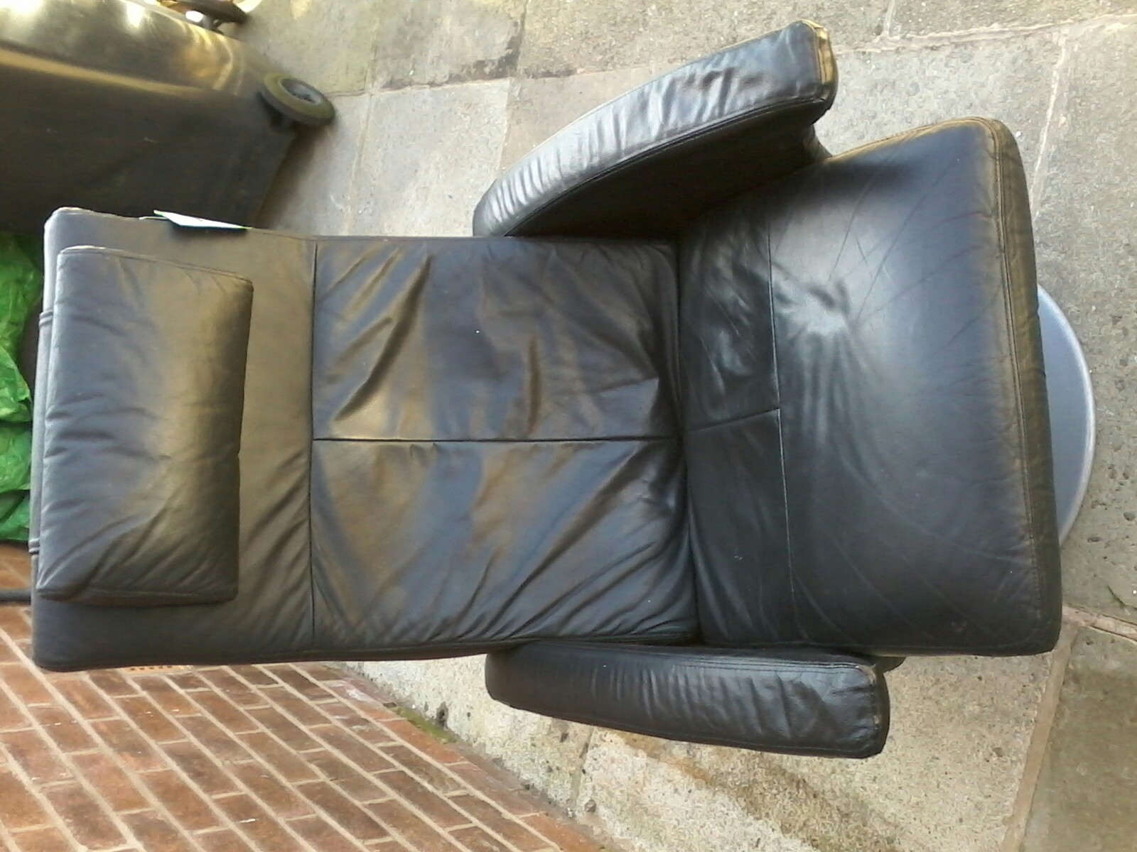 reclining chair - Second Hand Household Furniture Buy and Sell in