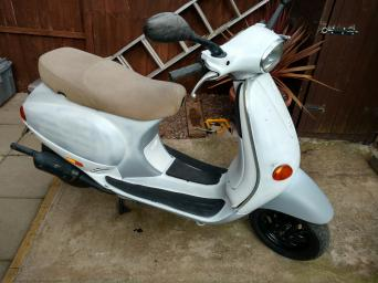 vespa et2 50cc for sale in uk 70 used vespa et2 50ccs. Black Bedroom Furniture Sets. Home Design Ideas
