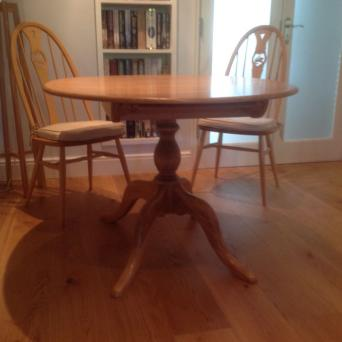 Ercol Extending Chester Dining Table And Four Swan Chairs