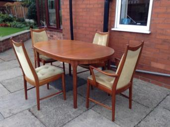 A Beautiful Set In Very Good Condition The Table Extends By Just Pulling Leaves Out And It Folds From 152cm Long To 203cm 98 Cm Wide