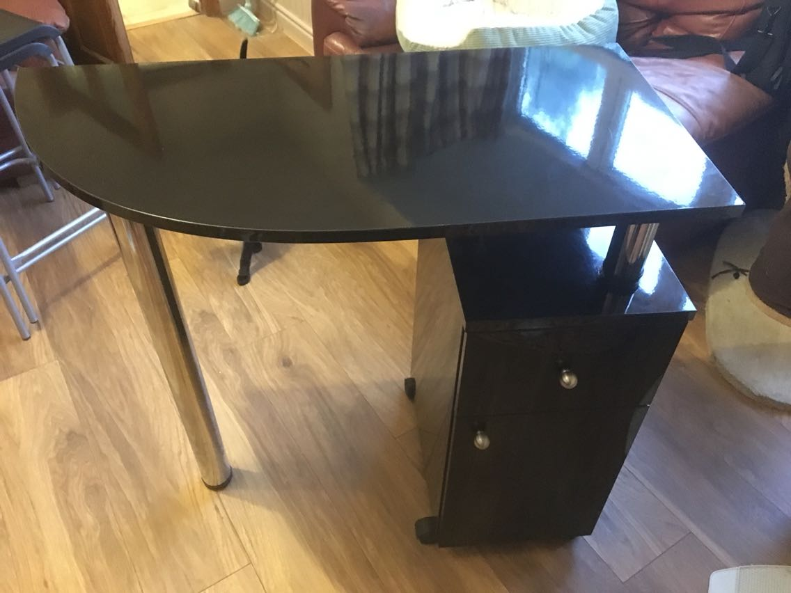 Manicure table for sale in uk 103 used manicure tables for Fold up nail table