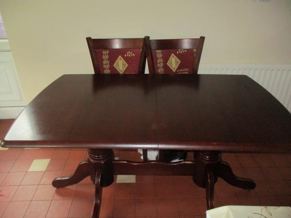 Image 1 of Mahogany dining table and 6 chairs