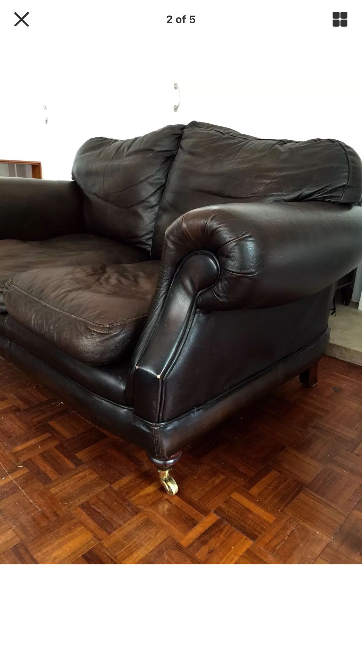 Thomas Lloyd leather two seater Chesterfield style sofa For Sale in Bromsgrove, Worcestershire