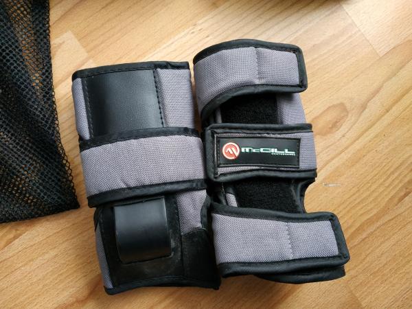 Image 2 of McGill skateboard pad set
