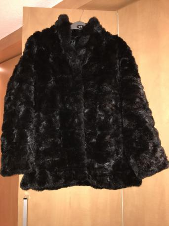 6e56e718df5 ... faux fur jacket from H M in (EUR) size 38. The jacket has two pockets  and fastens with press studs. The jacket has been worn but is still in  excellent ...