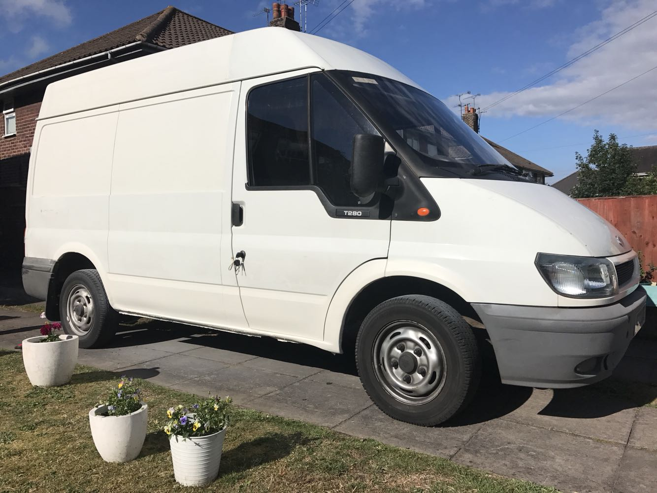 03 Plate Ford Transit Van Full MOT - Nantwich, Cheshire - Ford Transit 03 plate HPI clear 12months motShort wheel baseMed high top 2 keys central locking 103,900miles 2 previous owners cab in great condition no rips or tears in the seats. Back is clean and tidy and ply lined. Back doors are  - Nantwich, Cheshire