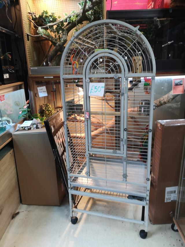 Preview of the first image of parrot cage for sale.