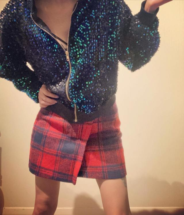 Preview of the first image of Women plaid tweed skirt.