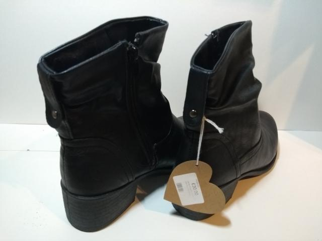 Preview of the first image of Ladies Ankle Boots, Size 6 Brand New.