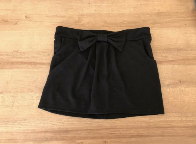 Preview of the first image of Women's size 12 short black skirt.