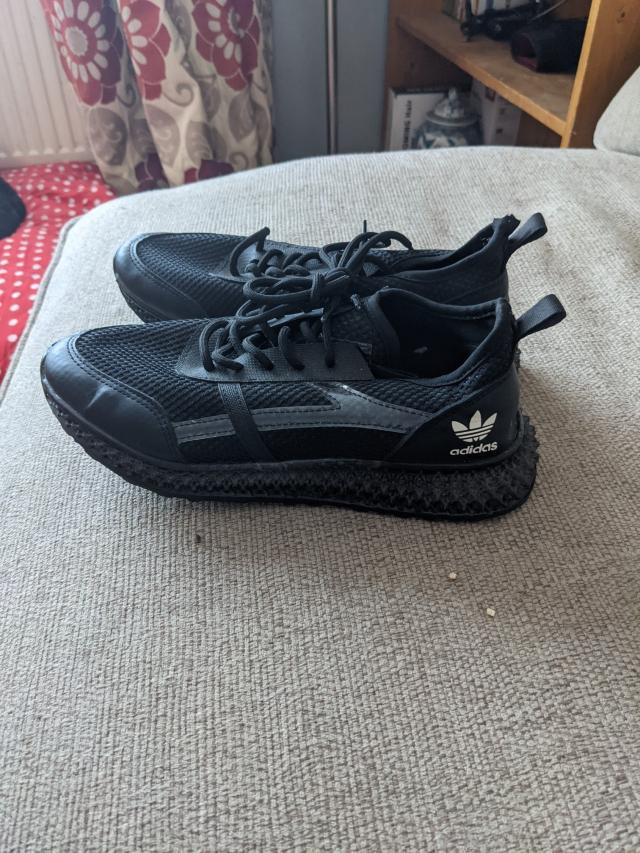 Preview of the first image of addisas trainers ladys.