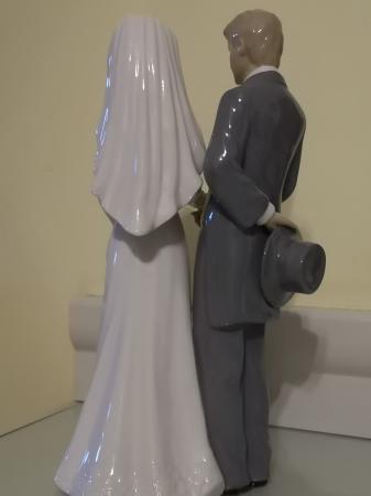 Image 2 of The Leonardo Collection Bride & Groom figurine
