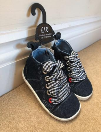 744f46ae9182 Baby girl pre-walking shoes For Sale in Camberley