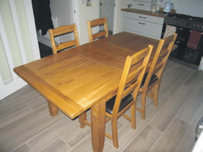 OAK DINING TABLE AND 6 CHAIRS For Sale In Leicester