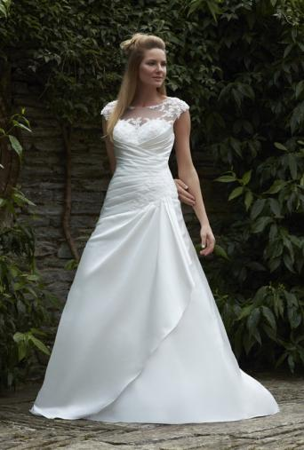 Romantica Amira Wedding Dress With Beautiful Bodice Unaltered New Tags Ivory Size 16 But I Would Say It Is A Closer To 14 In High Street