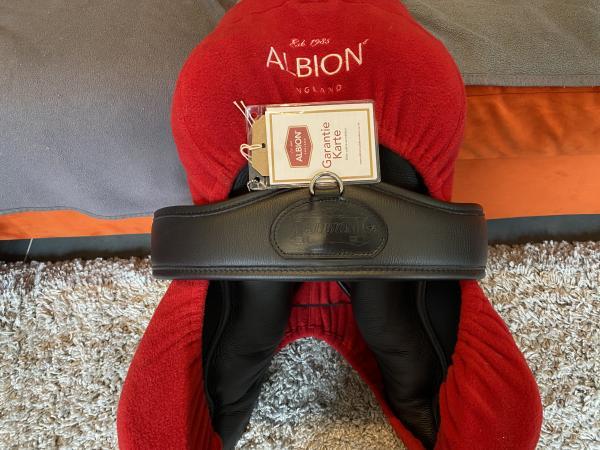 """Image 1 of Albion New K2 Black Jump Saddle 17.5"""", 17"""" panels"""