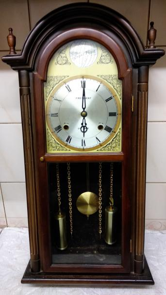 e5b9ba728ef35 PRESIDENT 31 DAY CHIMING PENDULUM WOOD CASE WALL CLOCK..COMPLETE WITH  WINDING KEY..THIS DOES NOT KEEP GOING AND SUSPECT IT NEEDS A CLEAN   ADJUST  MEASURES ` ...