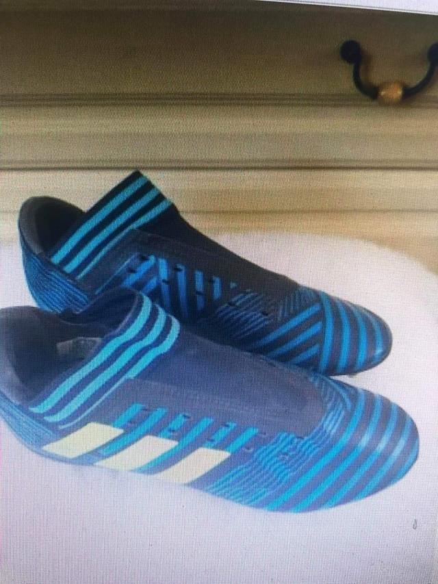 Preview of the first image of Messi football boots.