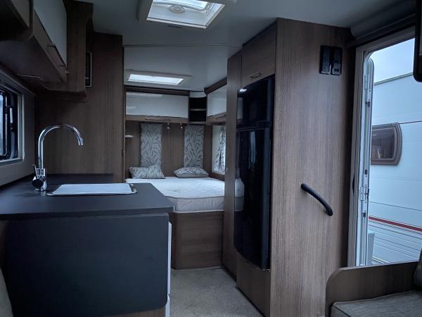 Image 5 of BAILEY UNICORN BARCELONA 2018 4 BERTH CARAVAN *FIXED BED*