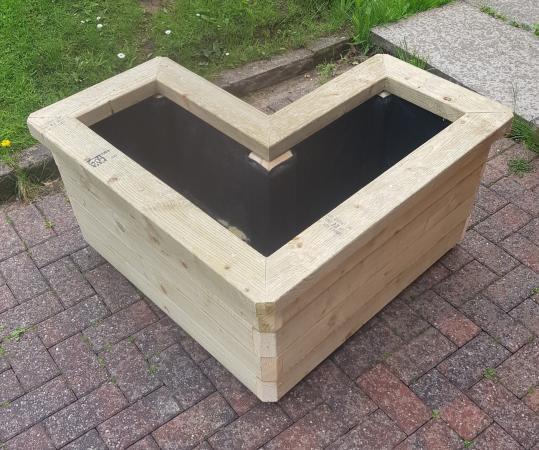 Image 3 of Chunky Raised Corner Garden Planter