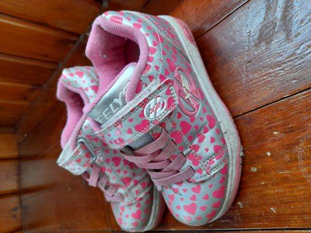 Preview of the first image of Girls Heelys size 13.