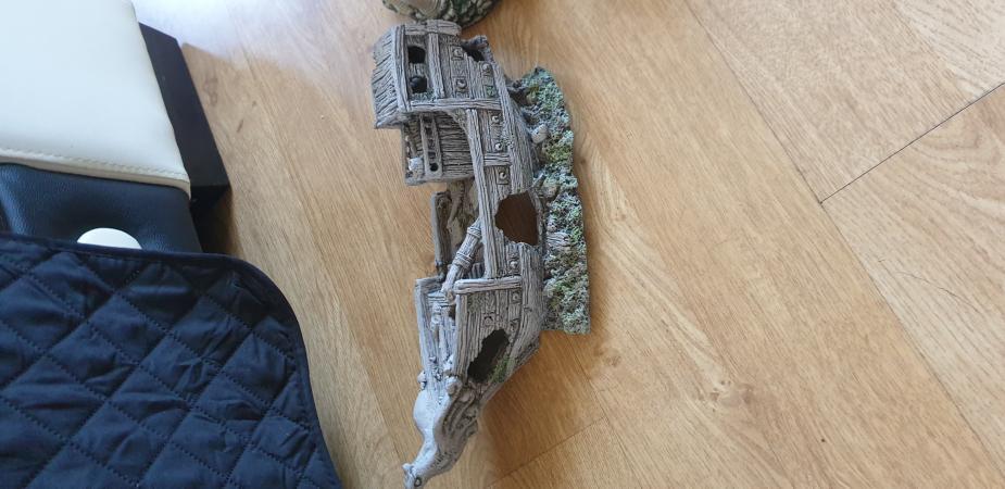 Image 3 of tank onerment