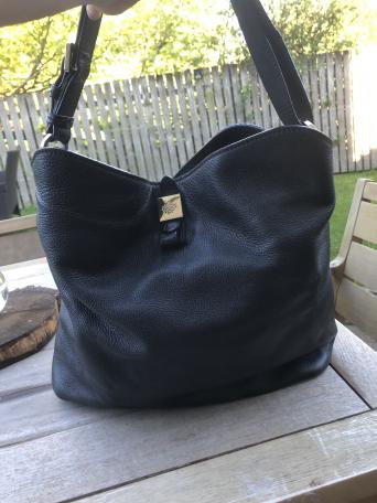 404fc1f7dc Beautiful second hand black Mulberry Tessie Hobo tote bag. Bought brand new  at the Leeds Mulberry store in 2015 - original receipt of purchase can be  ...