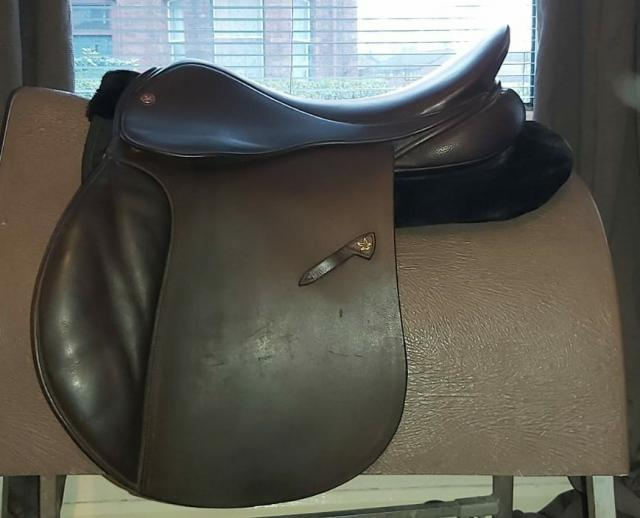 """Preview of the first image of Saddle 18"""" Falcon Adler VSD."""