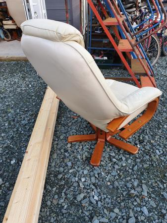 Image 4 of very comfortable chair