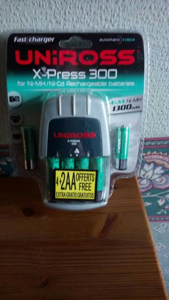Uniross x-press 300 battery charger inc 4 x aa 2300 mah: amazon. Co.