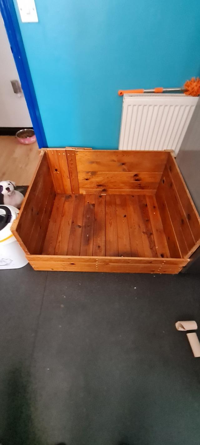 Preview of the first image of Whelping Box Hight 18 n half inch Length 38inch Depth 31i.