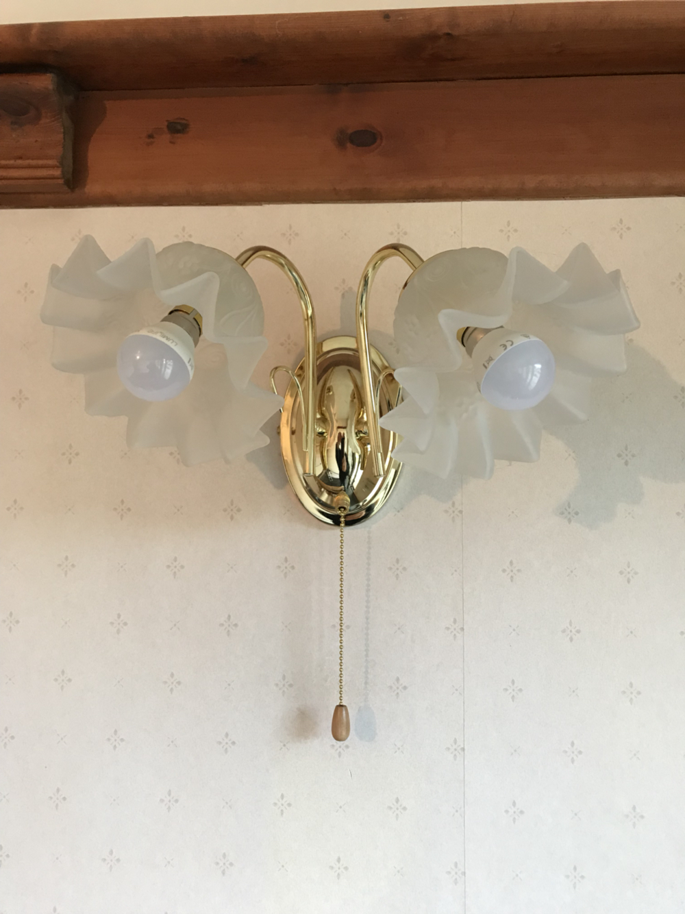 Lights with glass shades as new only been up about 6 months now redecorating that room so wife wants some different ones with the new decor