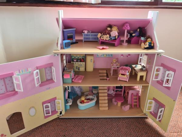 Image 3 of Dolls House fully furnished with dolls