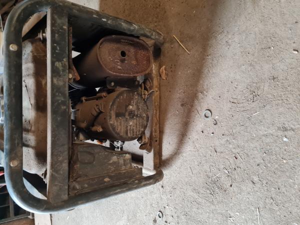 Image 2 of hyundai 3100 generator quiet