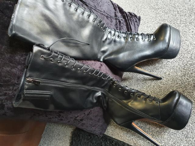 Preview of the first image of only Maker platform Lace up boots (brand new).