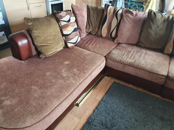 Image 1 of Corner sofa suite