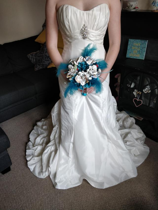 Preview of the first image of BN Stunning Ivory Jasmine Wedding Dress sz 10/12.