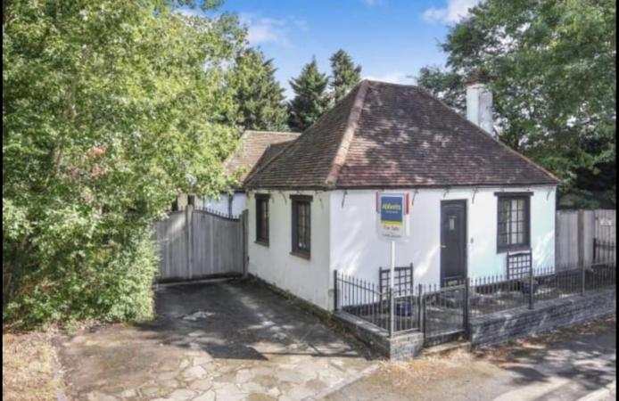 Image 1 of 3 bed Detached Bungalow with 1/2 acre land