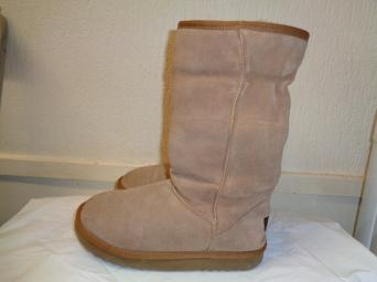 58597602018 ugg boots - Second Hand Women's Footwear, Buy and Sell | Preloved