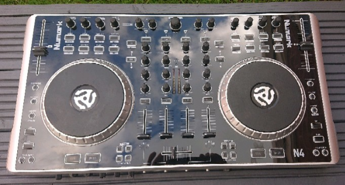 Numark N4 DJ Controller with Mixer - Used good condition - ONLY £180