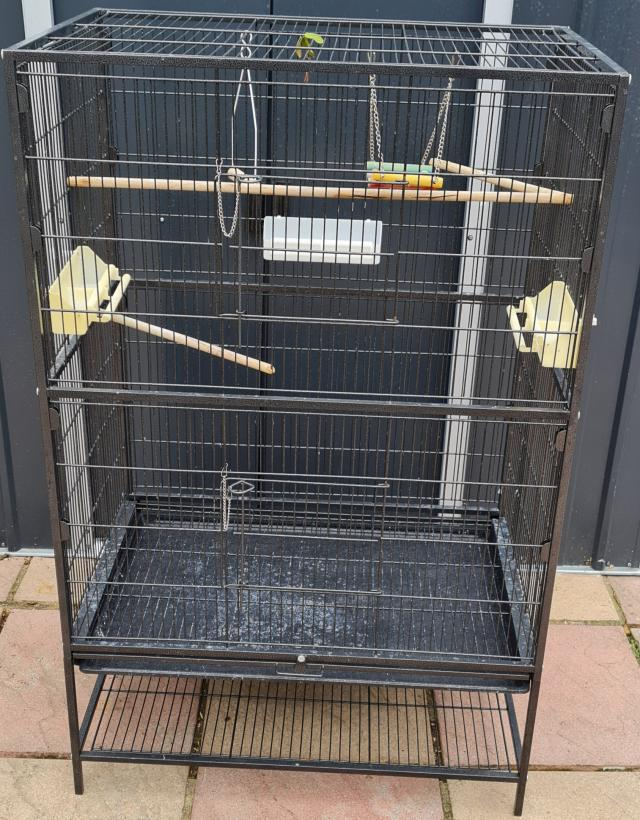 Preview of the first image of cage for sale.