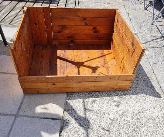 Image 3 of Whelping Box Hight 18 n half inch Length 38inch Depth 31i