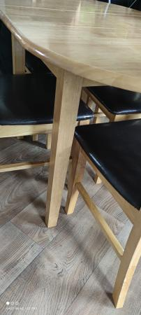 Image 4 of Extendable table 4 chairs