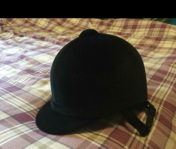 Preview of the first image of Junior 58 cm velvet riding hat.