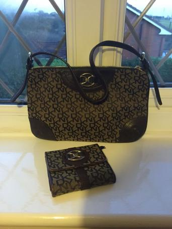 Beautiful Dkny Shoulder Handbag And Purse In Tan Brown Good Condition Has A Zip Also Inside The Card Part