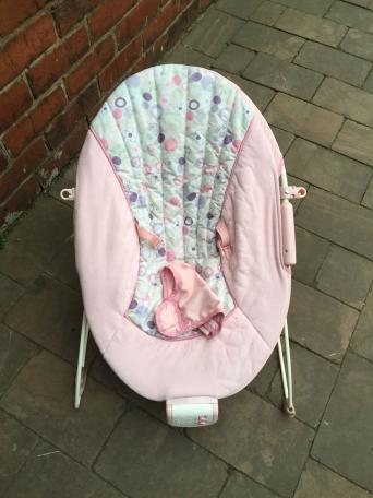 Pink Baby Bouncer Chair Vibrates Plays Music And Nature Sounds Has A Buckle To Strap Them In Both My Little Girl Boy Were Very Happy Here Give