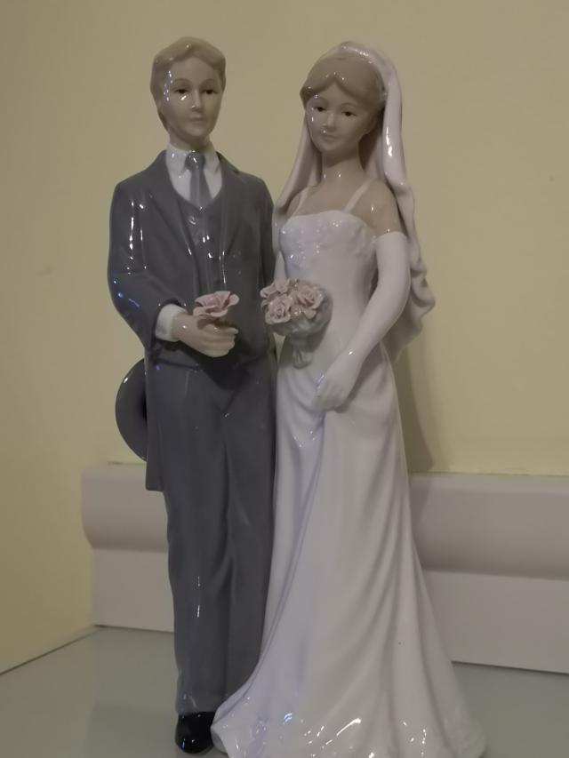 Preview of the first image of The Leonardo Collection Bride & Groom figurine.